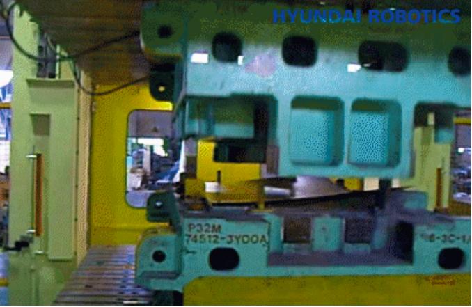 现代机器人在金属冲压成型工厂中的应用